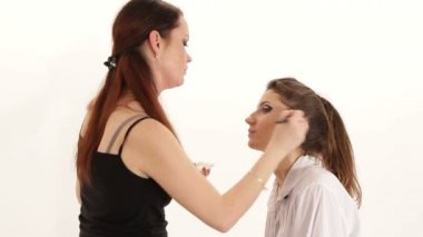 Make-up artist preparing fashion model for the show. Stage make-up. — Stock Video