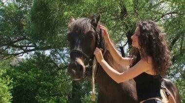 Model and horse posing — Стоковое видео