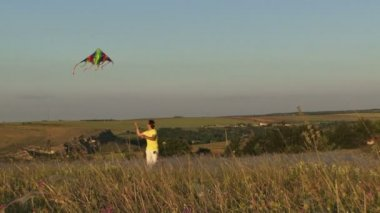 Flying a kite — Stock Video