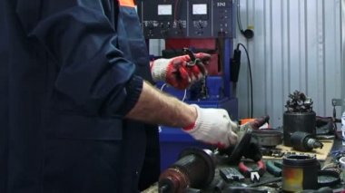 Mechanic repairing electrical starter. Repairing starter. — Stock Video