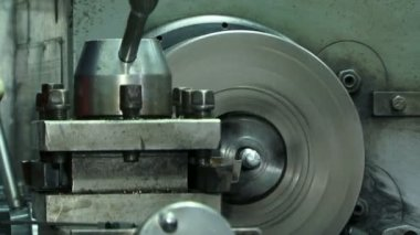 Turn bench cutting metal. Close-up. Turn bench cutting — Stock Video