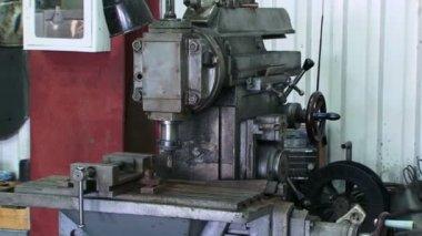 Technician turning machine. — Vídeo de stock