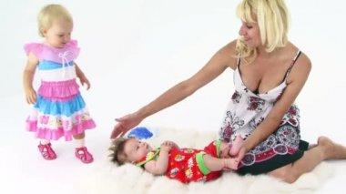 Mère et bébés — Vidéo