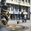Foto Stock: Bronze statue on square in Malmo