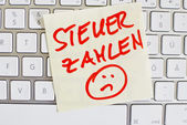 Note on computer keyboard: pay tax — Stock Photo