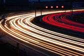 Auto's op de snelweg bij nacht — Stockfoto