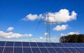 塔门和太阳能电池 — 图库照片