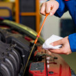 Stockfoto: Oil pressure is measured in the car