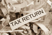 Papiersnippers belastingaangifte — Stockfoto