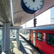 Train in the station — Stockfoto