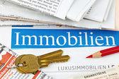 Anuncios inmobiliarios en periódico — Foto de Stock