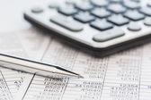 Miniräknare och statistk — Stockfoto