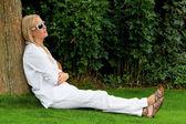Porträtt av en kvinna med solglasögon — Stockfoto
