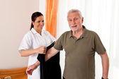 Nurse in elderly care for the elderly in nursing homes — Stock fotografie