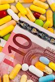 Eurobiljetten en tabletten — Stockfoto