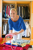 Woman to packing for holiday travel — Stock Photo