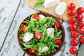 Arugula salad with mozzarella cheese and cherry tomatoes — Stock Photo
