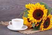 Sunflowers and green tea — Stock Photo