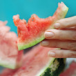 Woman fingers kept a piece of watermelon. — Stock Photo
