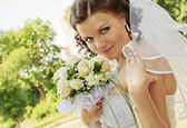 The bride with a bouquet of flowers. — Stock fotografie