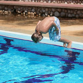 The boy jumps in pool. — Stock Photo