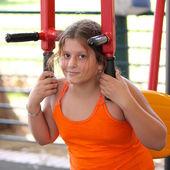 Girl on a gym machine — 图库照片