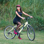 Brunette woman with her bike — Stock Photo