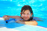 Girl in swimming pool — Stockfoto