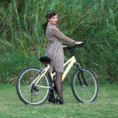 Young woman posing on a bike  — Stock Photo