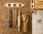Old wooden kitchen utensils — Stock Photo