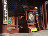 Decorative bell in the courtyard of the monastery in Wutai Shan — Foto de Stock
