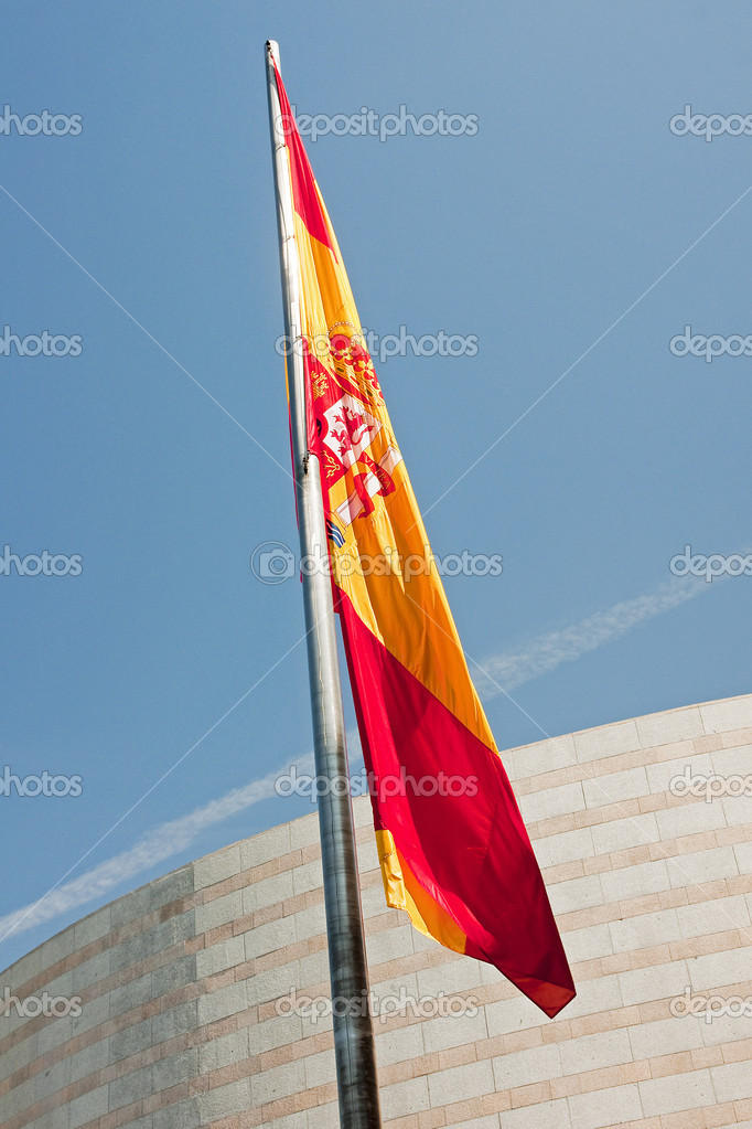 Spanish flag in front of the Senate in Madrid — Stock Photo #12887968