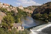 View San Martin Bridge to Alcazar in Toledo — Stock Photo
