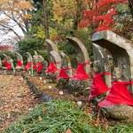 statyer av munkar finns ofta i parker på tempel — Stockfoto