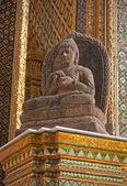 Buddha Statue in Wat Phra Kaeo - Bangkok — Stock Photo