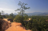 The narrow path on a steep slope in Pai Canyon — Stock Photo