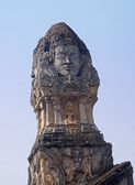 Old head statue in a temple in Si Satchanalai - Chaliang — Stockfoto