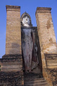 Standing Buddha statue in Old Sukhothai — Foto de Stock