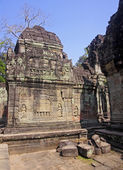Decorating the walls of Khmer temple — Stock Photo