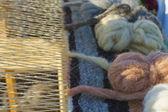 Parte del telar de madera vintage con roscas caseras — Foto de Stock