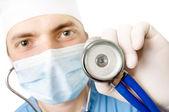 Jovem doutor com um estetoscópio em uma mão — Fotografia Stock