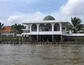 A small mosque on Musi River, Palembang, southern Sumatra, Indon — Stock Photo