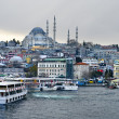 Cruise ferries in Eminonu Port near Yeni Cami and Galata Bridge — Stock Photo
