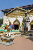 Sculpture at the Thai temple Wat Chayamangkalaram on island Pena — Stock Photo
