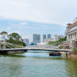 Cavenagh Bridge spanning the lower reaches of Singapore River — Stock Photo