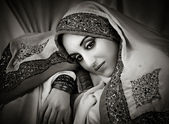 Beautiful woman in traditional indian costume — Stock Photo