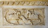 Detail of carved relief at Gatore Ki Chhatriyan in Jaipur, Rajas — Stock Photo