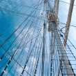 Rope ladder to the main mast of the ship — Stock Photo #35323751