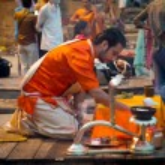 A Hindu priest performs the Ganga Aarti ritual in Varanasi. — Stock Photo #35326147