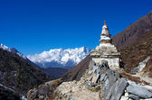 Stupa on the way to Everest Base Camp in Himalayas, Nepal — Stock Photo